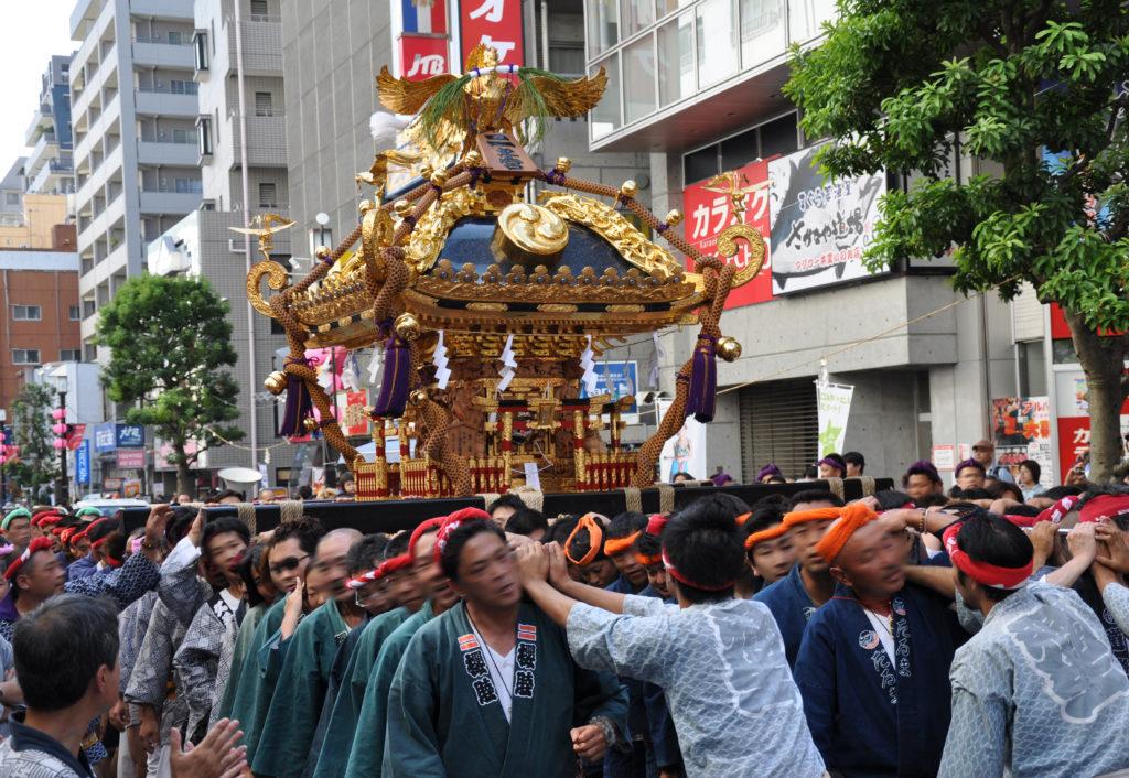 三鷹八幡大神社 中央通りを進む二宮神輿