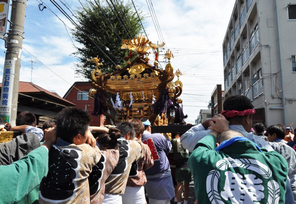 三鷹八幡大神社 通りを進む一宮神輿