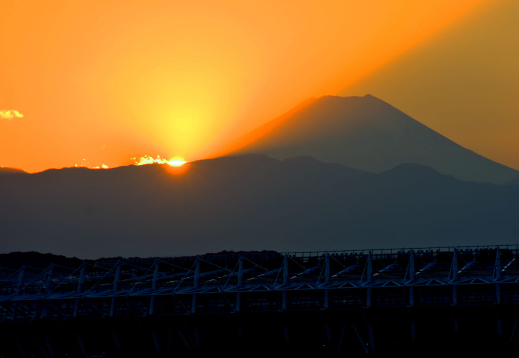 三鷹 大沢みはらし児童公園 夕日の富士山が見える