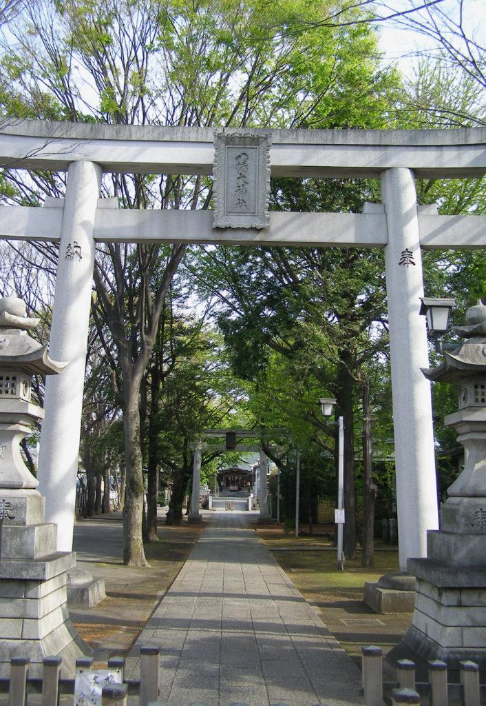 三鷹八幡大神社の入口の大鳥居