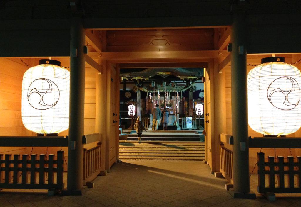 祭りの日の三鷹八幡大神社