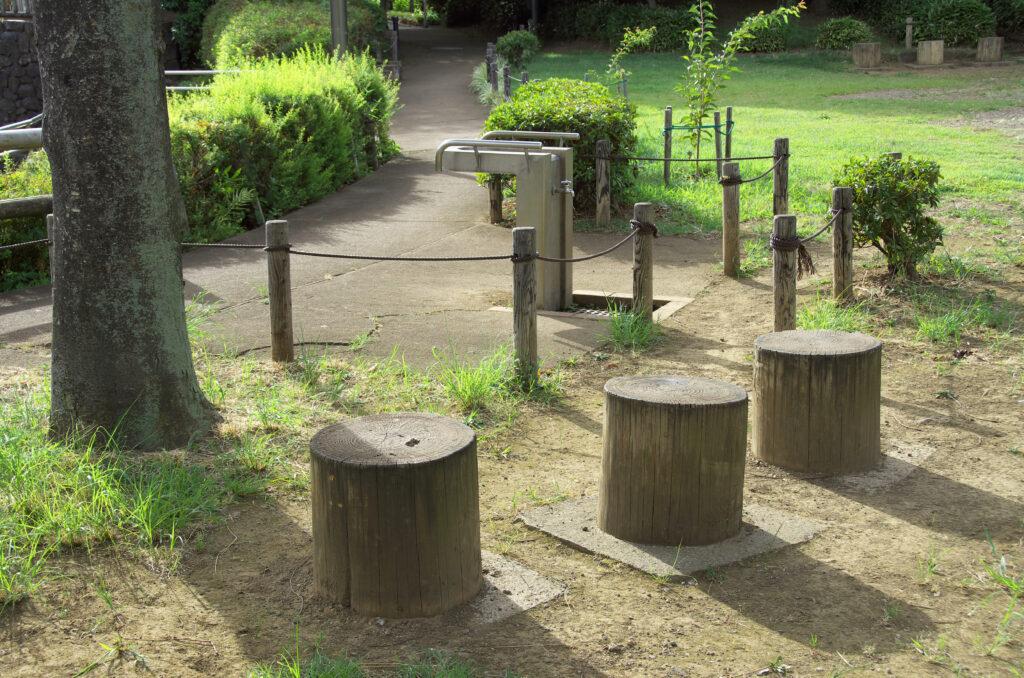 三鷹 あけぼのふれあい公園 水飲み場や、ベンチも整備されています