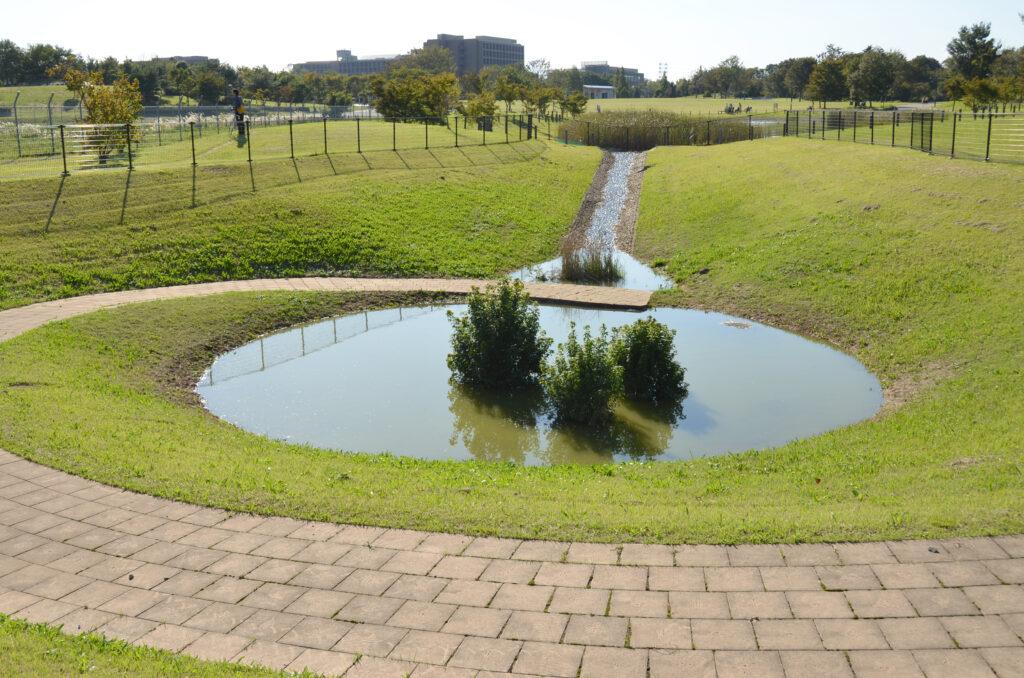 三鷹 武蔵野の森公園 修景池は災害対策用施設です