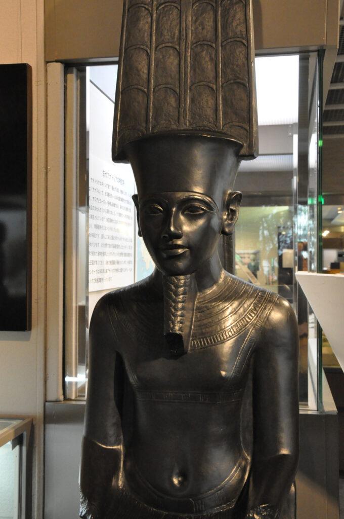 三鷹 中近東文化センター アメン神像