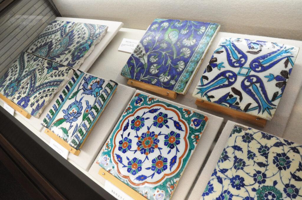 三鷹 中近東文化センター 水をイメージした鮮やかなブルーが特徴のタイル
