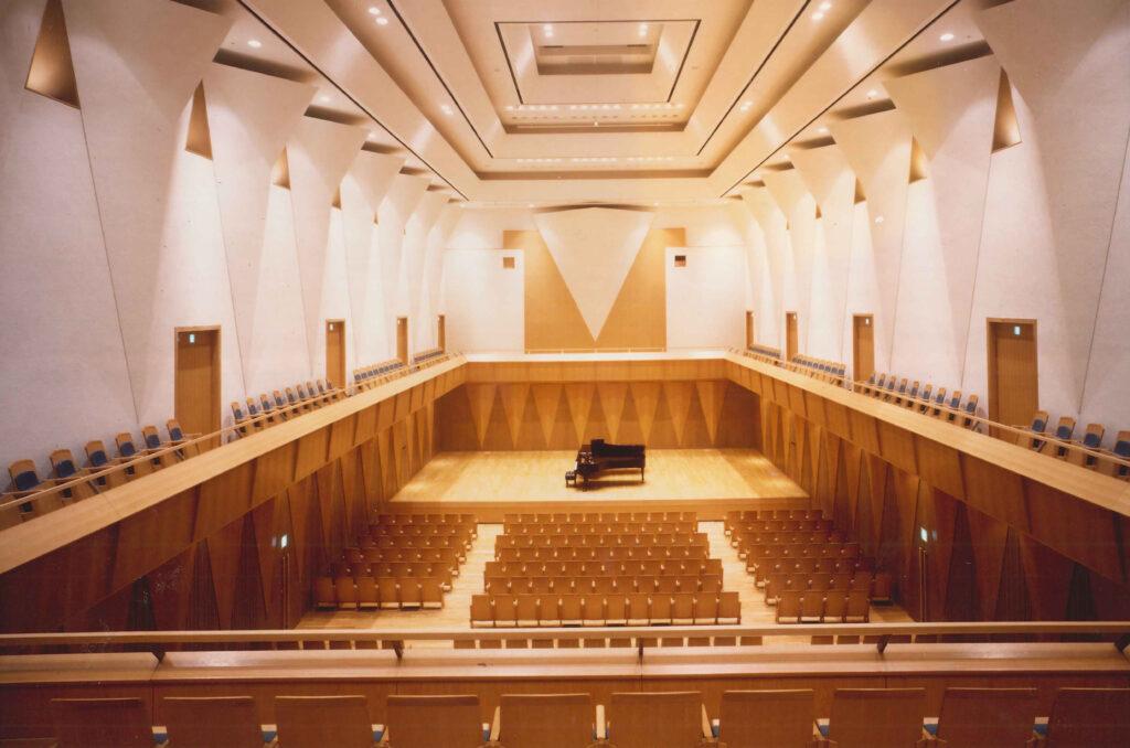 三鷹 三鷹市芸術文化センター シューボックス型の625席の風のホール