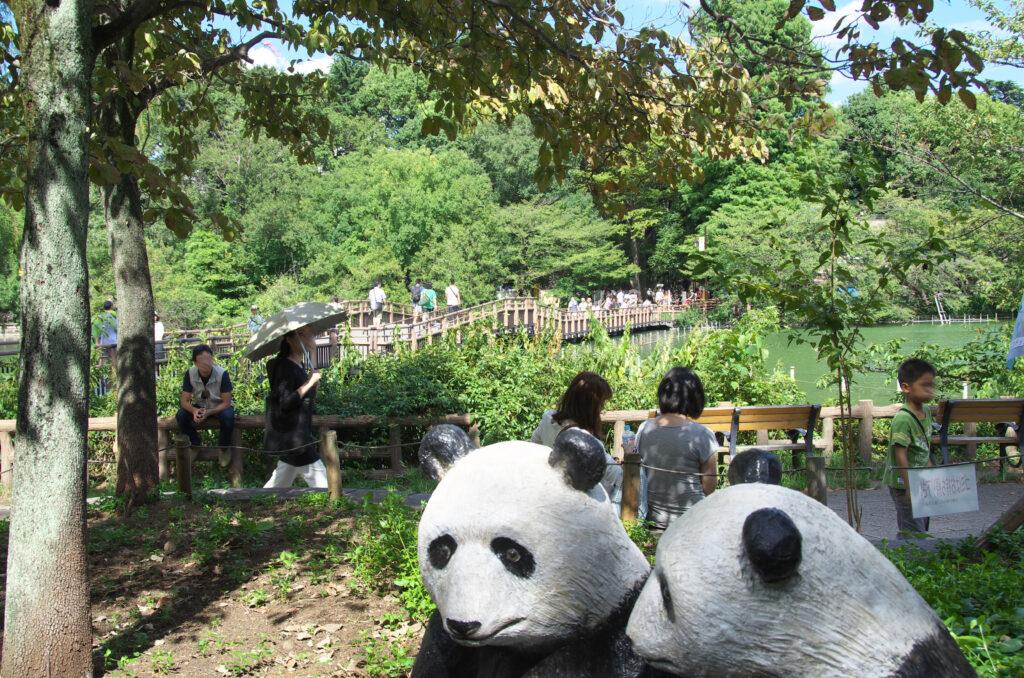 井の頭公園 パンダのオブジェにびっくり