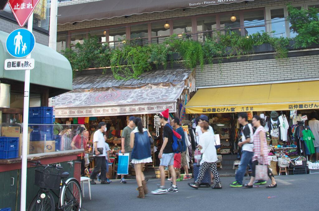 吉祥寺 七井橋通り 2階には有名なイタリアン マザーがある