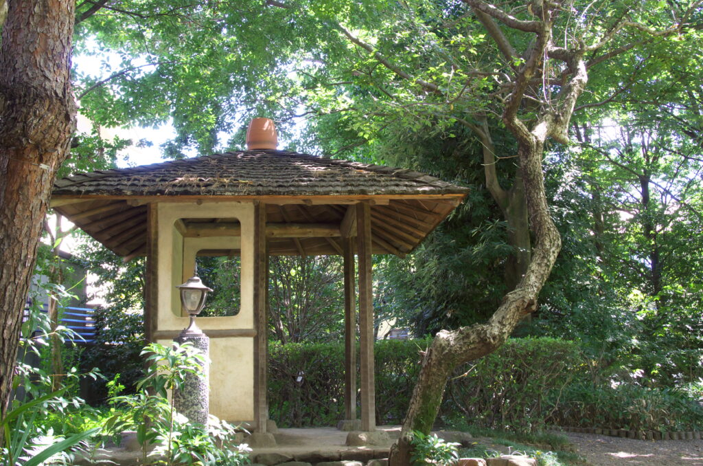 三鷹 山本有三記念館 庭にある東屋