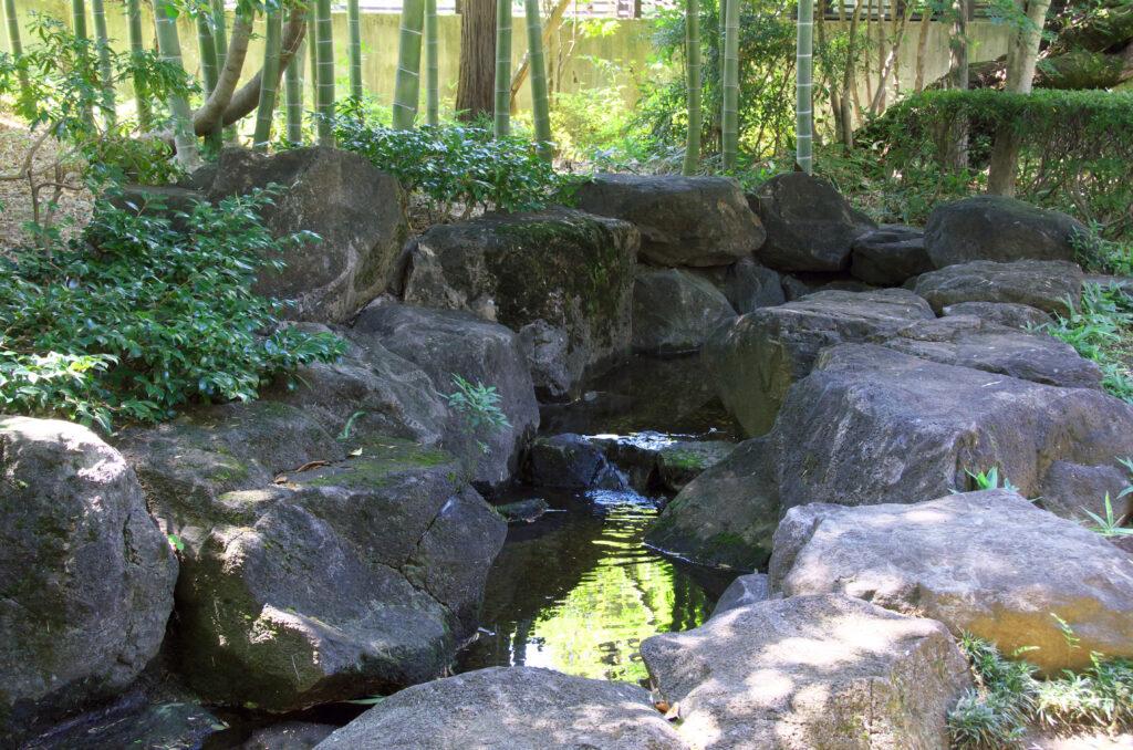 三鷹 山本有三記念館 石造りの渓流