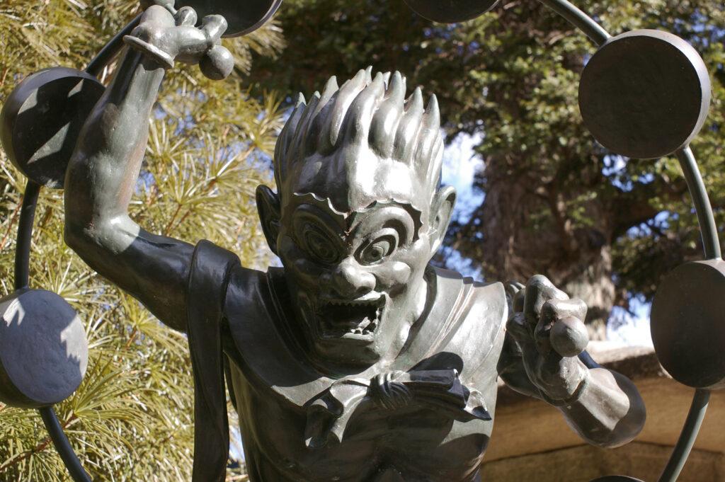 三鷹 井口院 雷神の像