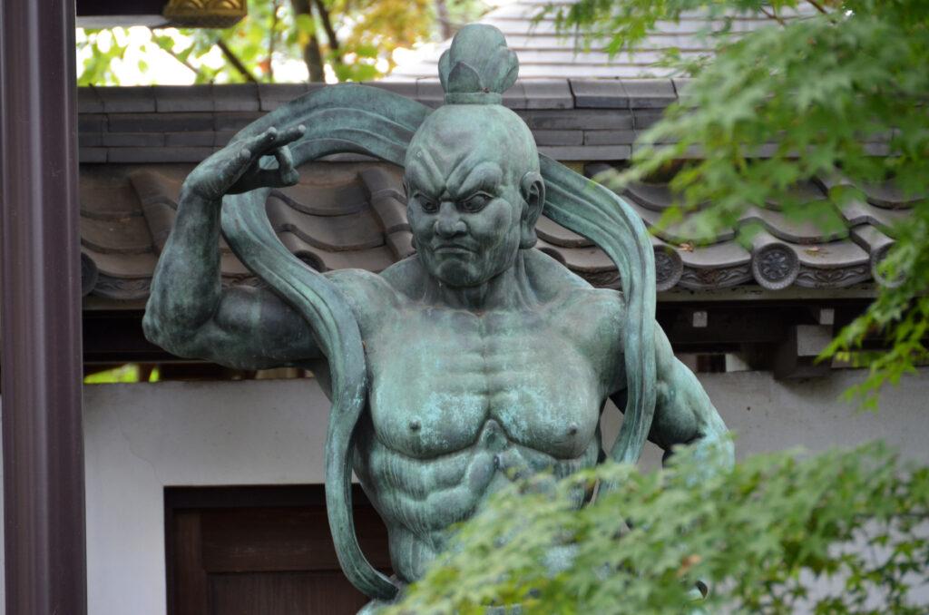 三鷹 井口院 山門脇の仁王像