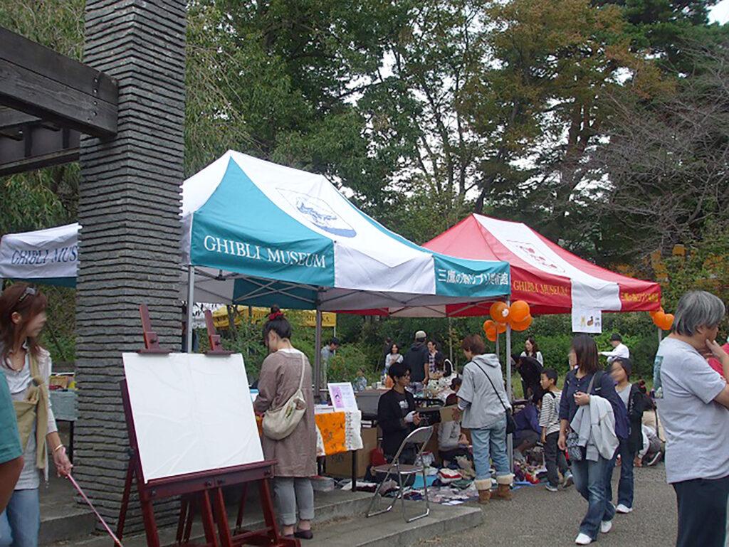 井の頭公園の西園で開催される三鷹の森フェスティバルの様子