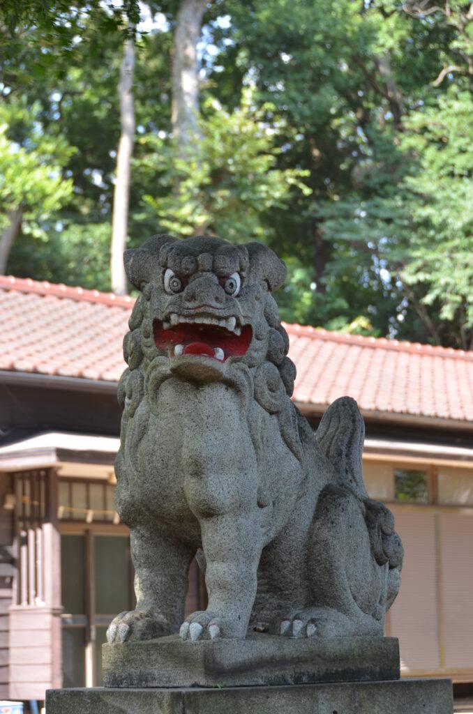三鷹 勝渕神社・兜塚 拝殿前の狛犬
