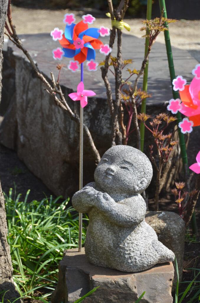 三鷹 春清寺・柴田勝重墓 子供をモチーフにした石像